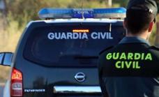 Un conductor embiste a un coche patrulla de la Guardia Civil al fugarse y siembra el pánico en la autovía