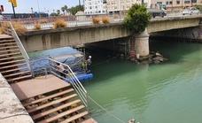El Ayuntamiento de Málaga acomete el arreglo de los desperfectos en el tablero del puente del Carmen