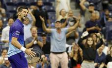 Djokovic remonta y está a dos partidos de la gloria