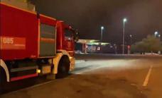 Bomberos logran contener el incendio a menos de 50 metros de una gasolinera de la autopista