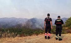 Infoca eleva a 29 aviones y helicópteros los medios aéreos para enfrentarse al incendio que afecta Estepona, Jubrique y Genalguacil