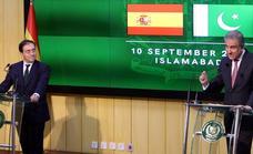 Albares anuncia en Pakistán la llegada a España de un colaborador afgano