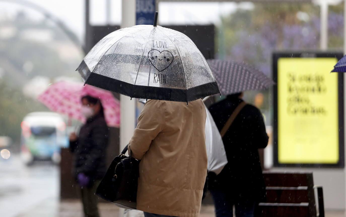 La previsión de lluvias este martes en Málaga abre esperanzas en la lucha contra el fuego de Sierra Bermeja