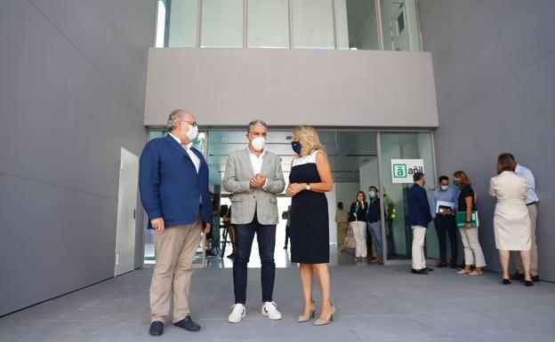 Elías Bendodo visitó hoy la culminación de las obras del nuevo centro de salud en San Pedro Alcántara.  / TWITTER