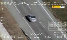 Casi 3.000 pilladas de Tráfico usando el teléfono móvil al volante en la última semana