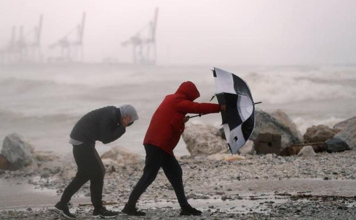 Frente atlántico en Andalucía: Aemet activa el aviso amarillo este domingo por vientos y fenómenos costeros