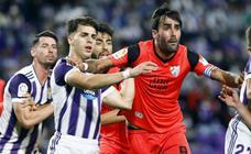 El Málaga aprende a sufrir fuera de casa