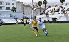 El Vélez se queda sin sus primeros puntos fuera de casa en el último suspiro