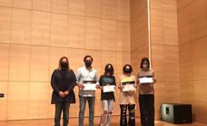 Tres alumnas de Maristas de Málaga a la 'caza' de falsos mitos