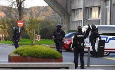 Detenido un joven que ha irrumpido a tiros en una universidad vasca