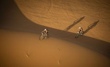 Guerrero se despide del podio en la Titan Desert tras un mal día