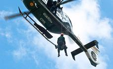 Rescatan y trasladan en helicóptero al hospital a un senderista herido en Torremolinos