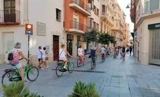 ¿Pueden ir los grupos de turistas en bici por las calles peatonales del Centro de Málaga?