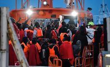 Mueren cuatro inmigrantes al naufragar una patera en Cádiz