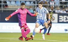 Roberto renueva con el Málaga hasta 2025 y su cláusula sube a los 8 millones