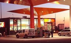 Trucos y leyendas urbanas para ahorrar al repostar gasolina y gasóleo