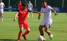 El Atlético Malagueño traslada la crisis al Marbella tras vencer en el derbi