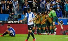 Borja Iglesias deja muy tocado al Alavés