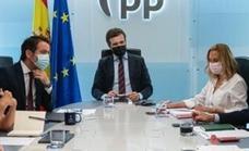 Casado recela del giro moderado y socialdemócrata de Sánchez: «Es un radical»