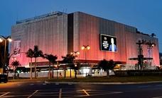 El Corte Inglés ilumina de rosa su edificio de Málaga en apoyo de la investigación del tumor de mama