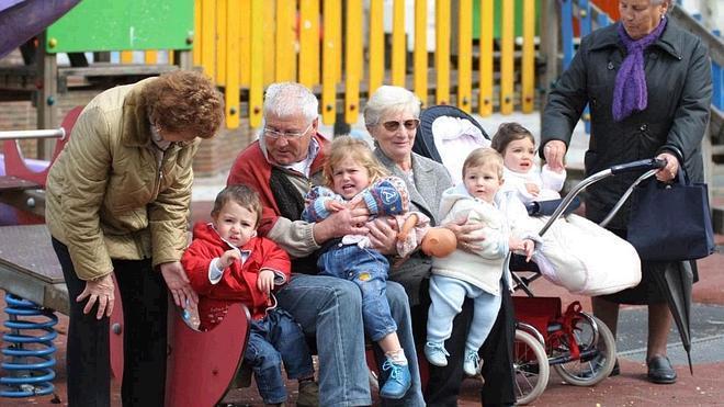 Abuelos canguro, fuertes y sanos