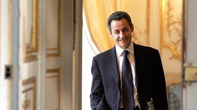 El UMP francés se reconstruye a la espera de Sarkozy