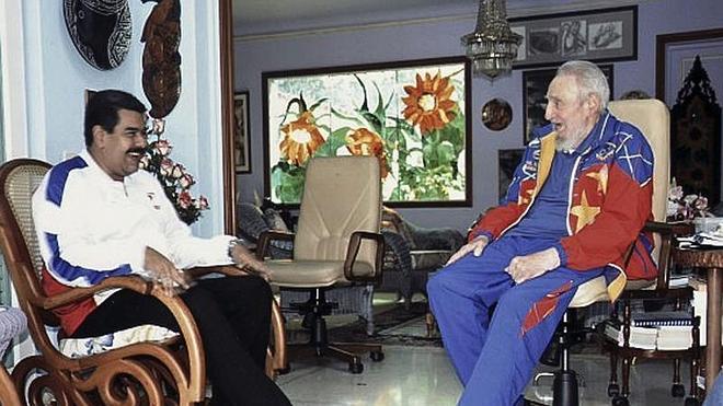 Fidel Castro reaparece tras su cumpleaños para relatar una visita de Nicolás Maduro