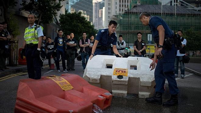 La tensión regresa a Hong Kong con nuevos choques entre los estudiantes y opositores a las protestas