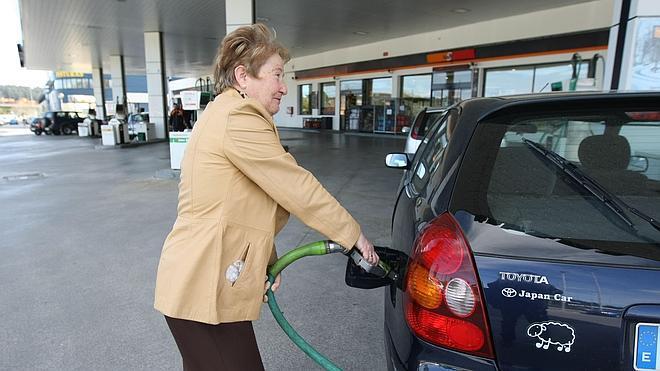 La gasolina registró en octubre el mayor descenso en dos años