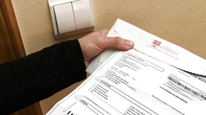 Las eléctricas piden de plazo hasta abril para la nueva factura horaria de la luz