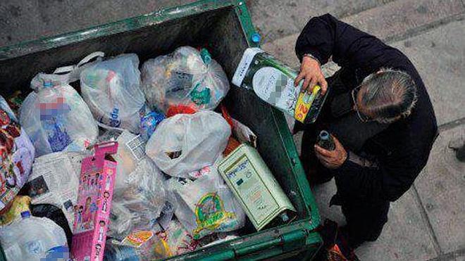 Multas de 750 euros en Sevilla para los que rebusquen en la basura
