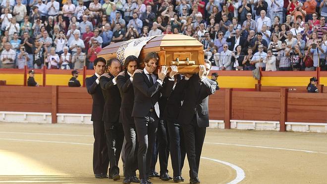 Emocionante último adiós a José María Manzanares