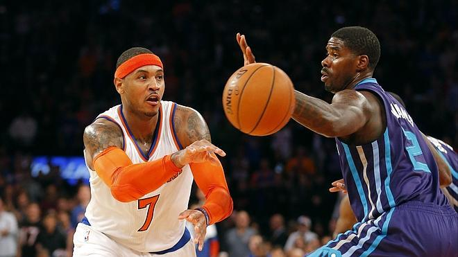 Carmelo Anthony supera los 20.000 puntos y salva a los Knicks