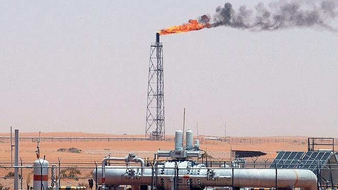 El precio del petróleo baja de los 80 dólares por primera vez en cuatro años