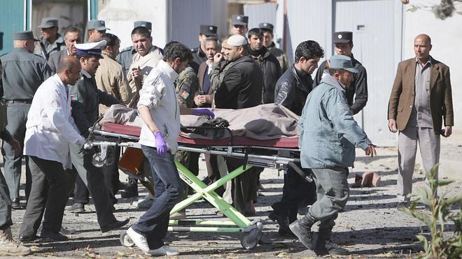 Tres muertos en un atentado suicida contra una destacada diputada afgana