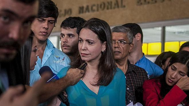 La Fiscalía venezolana acusa a la opositora Machado de intentar matar a Maduro