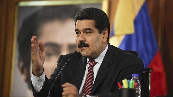 Maduro alerta de que el precio del petróleo podría seguir cayendo