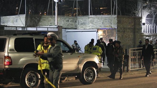 Los talibán reivindican el atentado contra un instituto francés en Kabul que ha matado un alemán