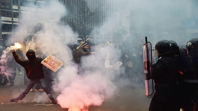 Los disturbios en Turín y Milán empañan la huelga contra las reformas de Renzi