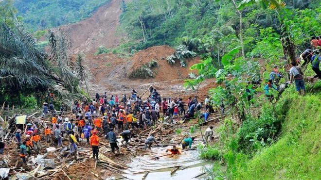 Al menos 18 muertos y más de 100 desaparecidos por un alud en Java