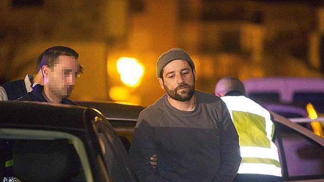 Prisión sin fianza para el hombre que atacó con su coche la sede del PP