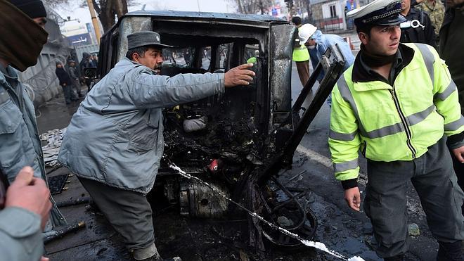 Un miembro de la OTAN muere en ataque suicida en Kabul contra un vehículo turco