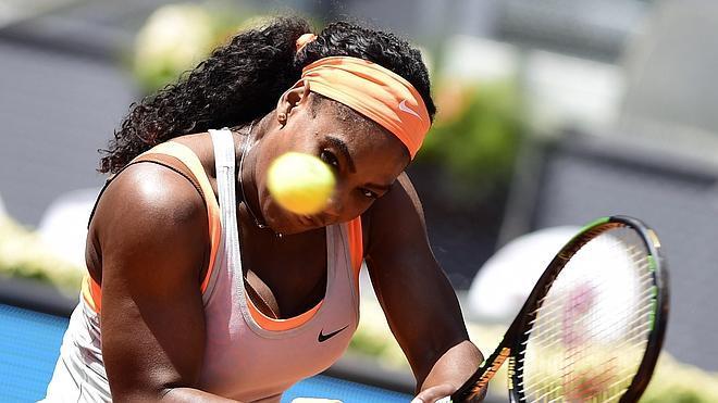 Carla Suárez vuelve a tropezar ante Serena