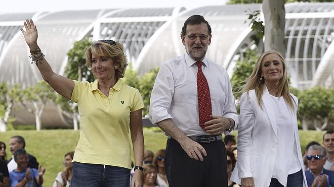 Los sondeos dan ganadora a Aguirre en Madrid sin mayoría absoluta