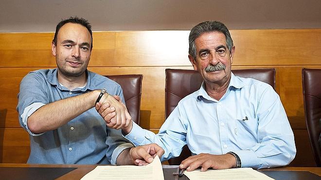 Revilla firma con Podemos el acuerdo para su investidura