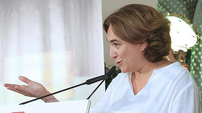 Colau planta a Pastor en la inauguración de las obras de la lanzadera al aeropuerto de Barcelona