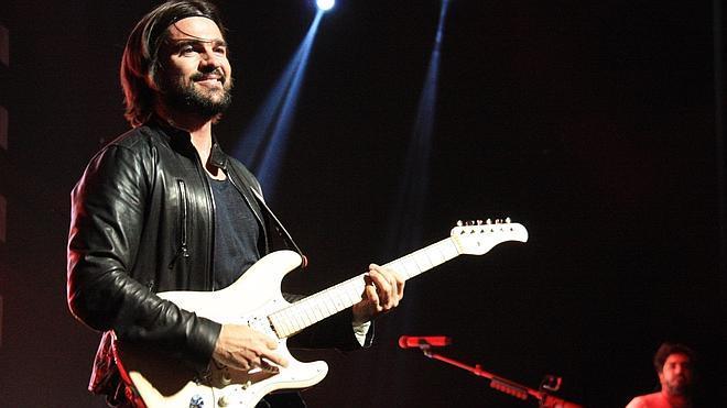 La 'locura de amor' de Juanes pone en pie al Teatro Real de Madrid
