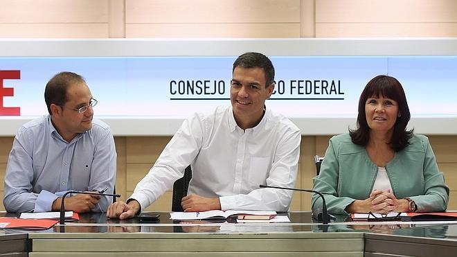 Sánchez ofrece a Rajoy un pacto nacional ante la crisis migratoria
