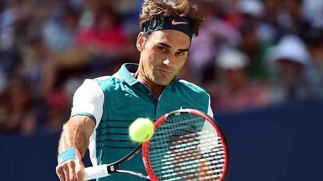 Federer pasa a octavos tras derrotar a Kohlschreiber