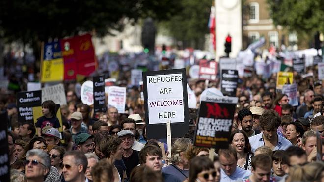 Miles de personas salen a la calle en Europa en defensa de los refugiados